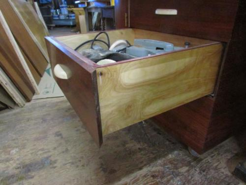 Tablesaw outfeed table/ Drawer
